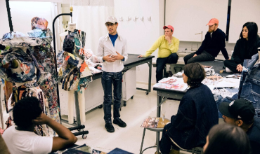 Forward-looking fashion design school that provides online fashion courses.